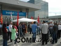 Agitazione sindacale davanti ai cancelli Indesit