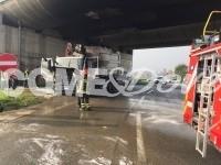 Brucia camion Acea, deviato il traffico