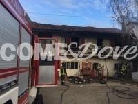 VIDEO | Si barrica in casa e dà fuoco ai mobili