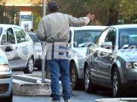Pinerolo, giro di vite nei confronti dei parcheggiatori abusivi. Un paio sono clandestini
