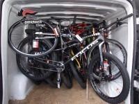Rubano 11 bici: i carabinieri recuperano la refurtiva poco dopo