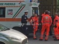 Due ambulanze e vigili urbani: ma non c'è nessun incidente. Uno scherzo?