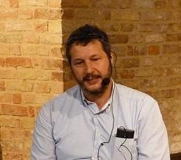 Il giornalista marchigiano Giancarlo Esposto a Pinerolo, per presentare il suo ultimo romanzo