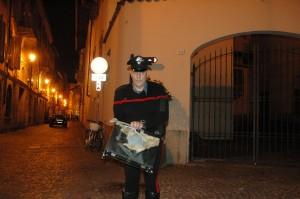 Gli artificieri della polizia hanno fatto saltare la valigetta sospetta. Le foto