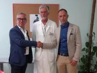 Dopo essere stato operato all'ospedale di Pinerolo, dona un macchinario da 34mila euro
