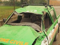 Auto distrutta dal masso
