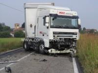 Frontale tra auto e camion, muore un uomo di 59 anni