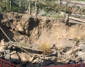 VIDEO | San Germano, cede un muro di terra e pietra