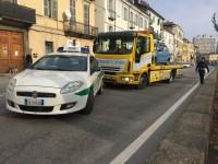 Grave incidente a Pinerolo, investito ciclista