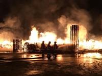 VIDEO | Incendio in due aziende a Grugliasco sul posto Vigili del fuoco e Croce rossa