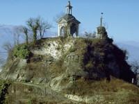 Cade dalla Rocca di Cavour, chiede 52 mila euro al Comune ma il tribunale respinge la richiesta