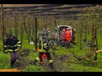 VIDEO | Pinerolo, a causa dell'aquaplaning un mezzo della Croce Verde di Bricherasio finisce nel frutteto
