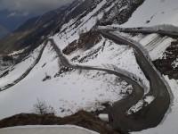 Giro d'Italia: chiusa la provinciale 172 del Colle delle Finestre. Niente pubblico dove c'è ancora tanta neve