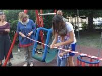 VIDEO | Pinerolo: l'inaugurazione delle altalene per bambini con difficoltà