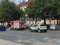 Auto in fiamme in piazza Vittorio Veneto a Pinerolo