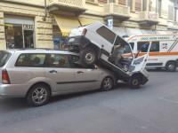 Spettacolare incidente:  ma non è un tamponamento