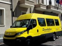 FOTO | Un nuovo scuolabus per il Comune di Pinerolo