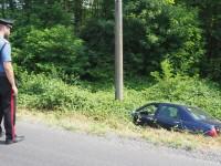 Cumiana, perde il controllo dell'auto finisce fuori strada