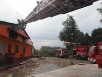 VIDEO | In fiamme un'azienda agricola a Garzigliana