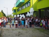 San Secondo palloncini bianchi per ricordare Camilla e Manuele