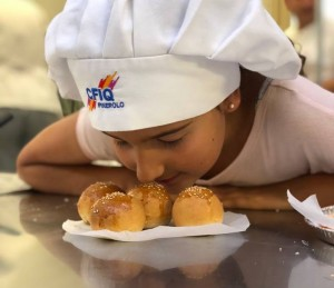 FOTO | All'Artigianato di Pinerolo piccoli chef, fra sorrisi e farina