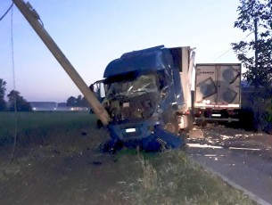 Scontro frontale tra due camion a None. I due autisti abitano a Cumiana