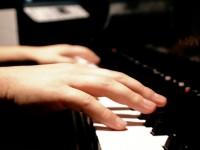Per Natale un pianoforte nell'ingresso dell'ospedale di Pinerolo