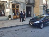 Val Susa: i carabinieri arrestano la rapinatrice violenta e ridanno fiducia alla commerciante che voleva chiudere