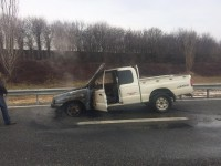 Un pick up ha preso fuoco in autostrada