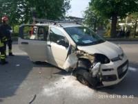 Incidente, si ribalta in centro a Pinerolo
