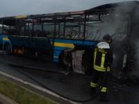 Roletto, brucia autobus che porta gli studenti