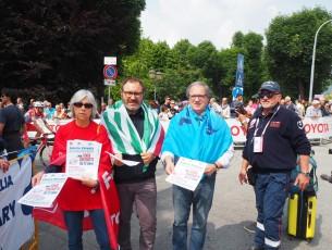 Protesta pacifica durante il Giro d' Italia
