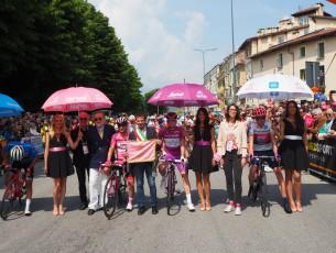 Ripartito il Giro d' Italia da Pinerolo, ecco le foto
