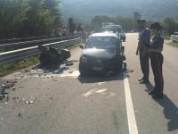 Scontro tra auto e moto: perdono la vita due centauri