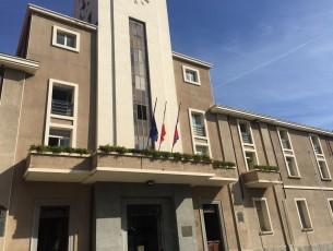Pinerolo, bandiere a mezz'asta per ricordare le vittime del ponte Morandi