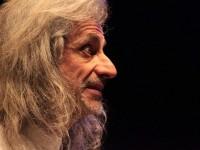 """Bergonzoni porta sul palco del teatro Sociale di Pinerolo """"Trascendi e sali"""""""
