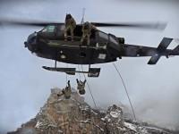 FOTO | Elicotteri dell'esercito sulla Rocca Sbarua per un'esercitazione di soccorso