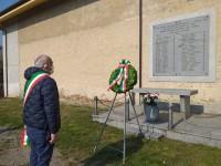 Cumiana il sindaco da solo depone la corona alle vittime uccise dai nazisti