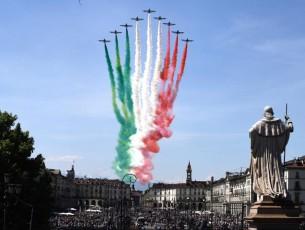 L'abbraccio delle Frecce Tricolore oggi su Torino