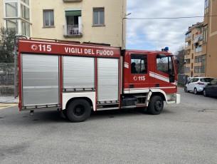 Purtroppo inutile l'intervento dei vigili del fuoco di Pinerolo: l'inquilino era morto