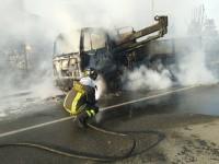 Airasca, il fuoco distrugge un camion