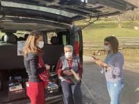 VIDEO | A Bobbio Pellice la biblioteca viaggia su un furgone che arriva nelle borgate