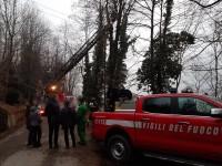 Torre Pellice: è stato un malore a provocare oggi pomeriggio la morte di un boscaiolo appassionato di storia locale.