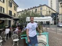 Ernesto d'Isep davanti alla gelateria Veneta