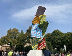 VIDEO   Pinerolo inaugura il restyling del monumento che ricorda le vittime della strada