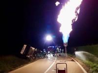Vigone, cisterna di metano si ribalta
